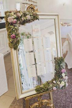Espejo decorado con seating plan en papel, mesas distribuidas por años. Ideas de organización de mesas en marcos, espejos y ventanas http://whimsicalwonderlandweddings.com/2015/07/whimsical-enchanted-woodland-twilight-wedding.html