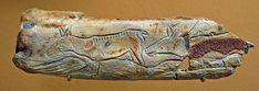 Os gravé figurant deux biches et deux poissons