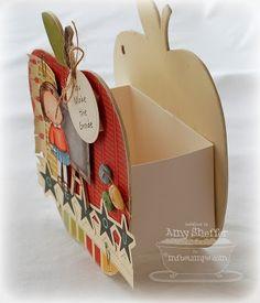 cestinha / caixinha em formato de maçã feita com papelão / decorada scrapbooking