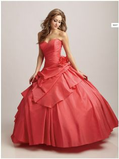 mamey is a dress color with a flower has a horse and is cut in layers and has a pece of tresientos thirty-three pounds