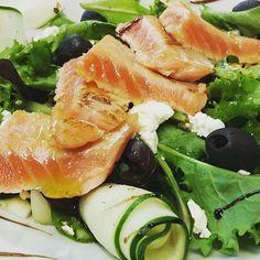 #tataki #salmone #salad #chebontà #stoadieta #mangiobene #istantfood #istantphoto #foodporn #food #mithostavernadellallegria #ristorante #restaurant #roma #italy  #igersroma #igersoftheday by mithosallegria