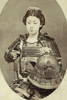 """""""Female Samurai"""", late An onna-bugeisha (女武芸者?) was a female warrior. Members of the samurai class in feudal Japan, they were trained in the use of weapons to protect their household, family, and honor in times of war. I KNEW Japan was always awesome :D Rare Photos, Vintage Photographs, Old Photos, Rare Pictures, Amazing Pictures, Female Samurai, Samurai Warrior, Woman Warrior, Female Armor"""