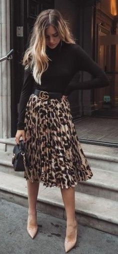 30 casual black outfits for women #blackoutfits #dailyfeedpins.com #tobedifferent #WomenFashion