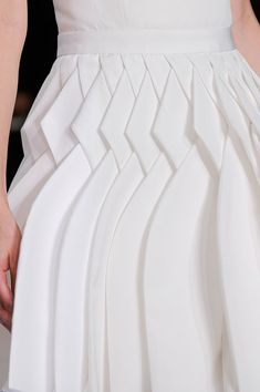 Folds at pleats detail at Viktor & Rolf Spring 2014. #ss14 #pfw