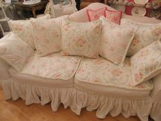 Best White Shabby Chic Couch and Best Shabby Chic Living Room Decor Ideas And De. - Best White Shabby Chic Couch and Best Shabby Chic Living Room Decor Ideas And Designs For - Shabby Chic Couch, Canapé Shabby Chic, Shabby Chic Zimmer, Muebles Shabby Chic, Shabby Chic Decor Living Room, Shabby Chic Bedrooms, Shabby Cottage, Shabby Chic Homes, Shabby Chic Furniture