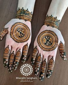 These minimal and simple mehndi designs are equally pretty and alluring for a bride to wear as a fancy adornment at their wedding. Henna Tattoo Designs Arm, Floral Henna Designs, Latest Henna Designs, Finger Henna Designs, Back Hand Mehndi Designs, Full Hand Mehndi Designs, Mehndi Designs For Girls, Mehndi Designs For Beginners, Mehndi Design Photos