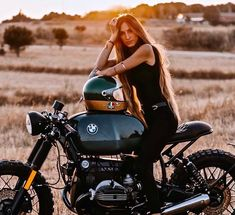 41 Ideas bobber motorcycle girl roads for 2019 Cafe Racer Girl, Bmw Cafe Racer, Cafe Racer Build, Motorcycle Travel, Bobber Motorcycle, Motorcycle Outfit, Lady Biker, Biker Girl, Biker Photoshoot