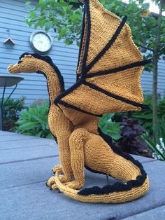 Free knitting pattern for Dragon by Kim Harrison - NY Times Bestselling Author Kim Harrison designed this impressive dragon and has generously provided the pattern complete with photo and video tutorials.