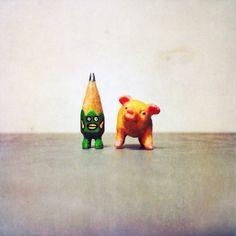 ✏️ #art #acrylic #artwork #tiny #figure #doll #tinydoll #wood #woodcarving #pencil #pencilman #etsy #creative #craftsposure #stationery #handmade #green #pig