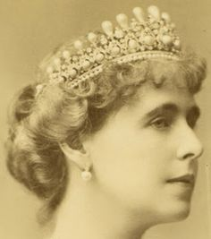 Queen Elisabeth of Romania's Pearl & Diamond Tiara made by Oscar Massin and later worn by Queen Marie of Romania Royal Crowns, Royal Tiaras, Tiaras And Crowns, Princess Elizabeth, Princess Victoria, Diamond Tiara, Pearl Diamond, Royal Jewelry, Queen