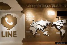 Ausstellung aus Pappe