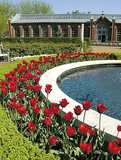 Put a Bend in It - Long straight lines tend to be visually dull. So create some excitement by adding curves. A round water feature edged in colorful tulips, for example, is a wonderful contrast to linear sidewalks and hedges.