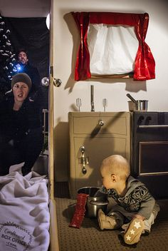 Home Alone   Coolest Parents Ever Adorably Re-Create Famous Movie Scenes With Their Baby