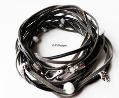 """Hier biete ich ein wunderschönes Wickelarmband zur Farbaktion """"Septembertrio"""", in den Farben grau,schwarz und weiß.     Bei diesem Wickelarmband habe"""