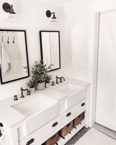 Extraordinary White Bathroom Ideas White is the go to shading with regards to home inside outline; nonetheless, the same number of property holders know, an all white bathroom can rapidly end up exhausting. This impartial tint [. Interior, All White Bathroom, Minimalist Decor, Modern Bathroom, Bathroom Renovations, White Bathroom, Bathrooms Remodel, Bathroom Decor, Bathroom Inspiration