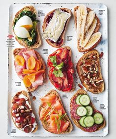 Breakfast Bruschetta Bar : Brotzeit Feed a houseful of hungry guests the easy way, without standing behind the griddle for hours. By letting them help themselves from a gorgeous selection that offers something for everyone. Bruschetta Bar, Healthy Snacks, Healthy Recipes, Healthy Brunch, Healthy Picnic Foods, Vegetarian Snacks, Avocado Recipes, Cheap Recipes, Paleo Meals