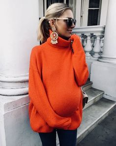 """– Laura Wills ( 'Sunday casual in statement earrings, jeans… – Laura Wills ( 'Sunday casual in statement earrings, jeans, oversized sunnies and another great highstreet knit…"""" maternity style/ pregnancy / style the bump/ expecting Stylish Maternity, Maternity Wear, Maternity Fashion, Maternity Style, Pregnancy Fashion, Stylish Pregnancy, Stylish Baby, Fashion Mode, Red Fashion"""