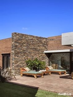 Una casa con paredes de ladrillo blog and html - Casas de ladrillo visto ...
