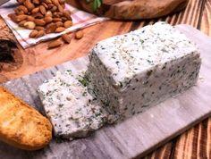 ¡Riquísimo queso de nuez con hierbas finas! Ideal para recibir visitas en casa Lentil Soup Recipes, Veg Recipes, Slimming World Speed Food, Vegan Noodle Soup, Creamy Tortellini Soup, Charcuterie Cheese, Queso Cheese, Paste Recipe, Speed Foods