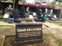 Jatim Park 1 merupakan wisata pertama di kota batu yang menyajikan wisata edukasi, teknologi dan juga budaya yang hadir pertama kali di Malang.