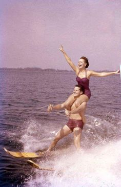 #ThrowbackThursday to Cypress Gardens entertainment in 1955.