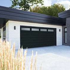 For a garage door with a contemporary or modern style, Garaga provides various designs, colours and window for a perfect look. Brown Garage Door, White Garage Doors, Garage Door Paint, Garage Door Windows, Garage Door Design, Best Garage Doors, Contemporary Garage Doors, Modern Garage Doors, Garage Door Styles