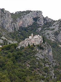 Peille Corsica, French Riviera, Monte Carlo, Amazing Places, Provence, Monaco, Places Ive Been, Grand Canyon, The Good Place