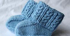 Helppo ohje vauvan sukkiin sopii aloittelijallekin. Sukan kaksinkertaista vartta koristavat valepalmikot. Vauvan sukat valepalmikko ohje kaava