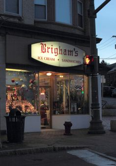 The last Brigham's restaurant in Arlington decorated for the holidays.
