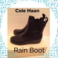 Great pair of comfy rain boots in navy blue; NOT BLACK.