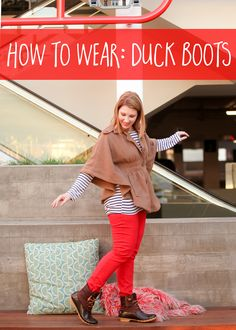 Wondering how to wear duck boots and look cute? This outfit is perfect for rainy days!