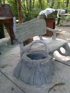 Скамейки из бетона.