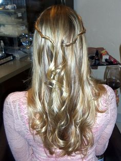 Polish the curls with some twisted strands :)