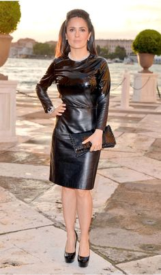 and Chic from The Best of the Red Carpet Salma Hayek looks sexy in a leather Bottega Venate dress with matching black pumps.Salma Hayek looks sexy in a leather Bottega Venate dress with matching black pumps. Salma Hayek, Pvc Fashion, Leather Fashion, Womens Fashion, Latex Dress, Latex Skirt, Sexy Outfits, Belle Silhouette, Leder Outfits