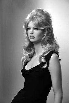 Aftertaste Of Insomnia: Photo Brigitte Bardot, Bridget Bardot, Blonde Updo, Vintage Hairstyles, Wedding Hairstyles, Hair Inspo, Hair Inspiration, 60s Hair, Foto Fashion