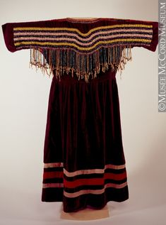 Northern Plains (Assiniboine or Nakoda) dress - Native American Regalia, Native American Clothing, Native American Beadwork, Native American Women, Fashion Mode, Fashion Outfits, American Indian Crafts, Wool Dress, Festival Wear