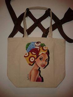 Minha primeira bolsa pintada em tecido. Pintura em tecido de mulher negra africana. Inspirada na pintura original de Raul Guerra.