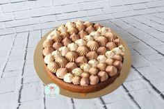 Hello, je viens avec un petit bijou aujourd'hui ,simplement pour vous remercier de me suivre chaque jour sur Instagram et facebook � je vous présente ma tarte pralinée. Une revisite du trianon , une pure gourmandise qui sera parfaite pour le dessert �....