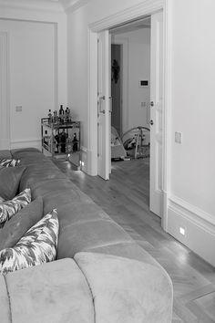 Perfektes Design. Auffällig unauffällig. Der Loxone Touch Pure im#SmartHome El Ritero. Die vielleicht schönste Bedienzentrale der Welt.  #Design #Architektur #Loxone #TouchPure #RealSmartHome Designer, Pure Products, Rugs, Home Decor, Products, World, Architecture, Ad Home, Nice Asses