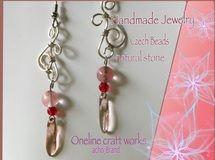 チェコビーズと天然石の赤いピアス