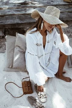 Bikini Cover Up Lace Hollow Crochet Swimsuit Beach Dress Women 2018 Summer Ladies Cover-Ups Bathing Suit Beach Wear Tunic Trendy Outfits, Cute Outfits, Bohemian Summer Dresses, Beach Dresses, Vacation Dresses, Dress Summer, Honeymoon Outfits, Dress Beach, Summer Wear