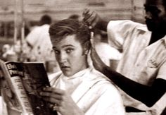 Elvis at the barber shop in Memphis in july 1956.