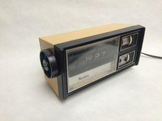 Ancien Radio REVEIL à lamelles marque HERMES  par EnVieDeGrenier