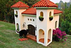 Is this about the AWESOMEST cat condo, or what?? I wish I lived here!