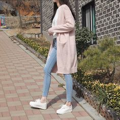 Korean fashion has been trending for many years, and it's for good reasons. With Korean's approach to outfits, accessories, and shoes, it is no doubt how many people search for Korean fashion trends for great looks. Korean Fashion Trends, Korean Street Fashion, Korea Fashion, Asian Fashion, Look Fashion, Teen Fashion, Fashion Design, Fashion Ideas, Korean Spring Fashion