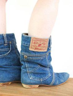 Wat te doen met oude spijkerbroeken als je ze niet meer past, of als ze versleten zijn? De goede delen van een spijkerbroek kun je nog gebruiken in talloze toepassingen. Hier een mooi voorbeeld van wat je kunt doen met een oude spijkerbroek: stoere laarzen. Deze laarzen zien er niet  …meer