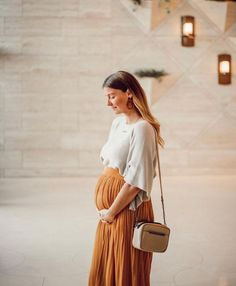 See some trendy maternity style inspirations. Cute Maternity Outfits, Stylish Maternity, Maternity Wear, Maternity Fashion, Maternity Dresses, Maternity Looks, Modern Maternity Clothes, Maternity Styles, Estilo Baby Bump