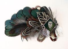 Barrette à cheveux Plumes Naturelles, feuille métal filigrane et Cabochon carré Hibou - tons vert émeraude, ocre : Accessoires coiffure par l-oiseau-seraphine
