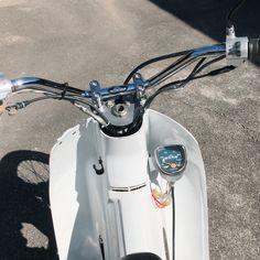 Honda Motorcycles, Custom Motorcycles, Custom Bikes, Cars And Motorcycles, Honda Cub, Custom Bobber, Motorcycle Design, Mini Bike, Kustom
