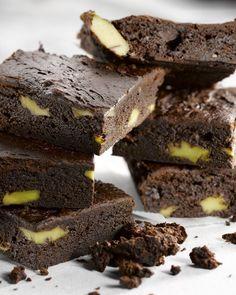 Een lekker lichte brownie, met een originele twist: met avocado. Of hoe een dessertje toch nog lekker gezond kan zijn!